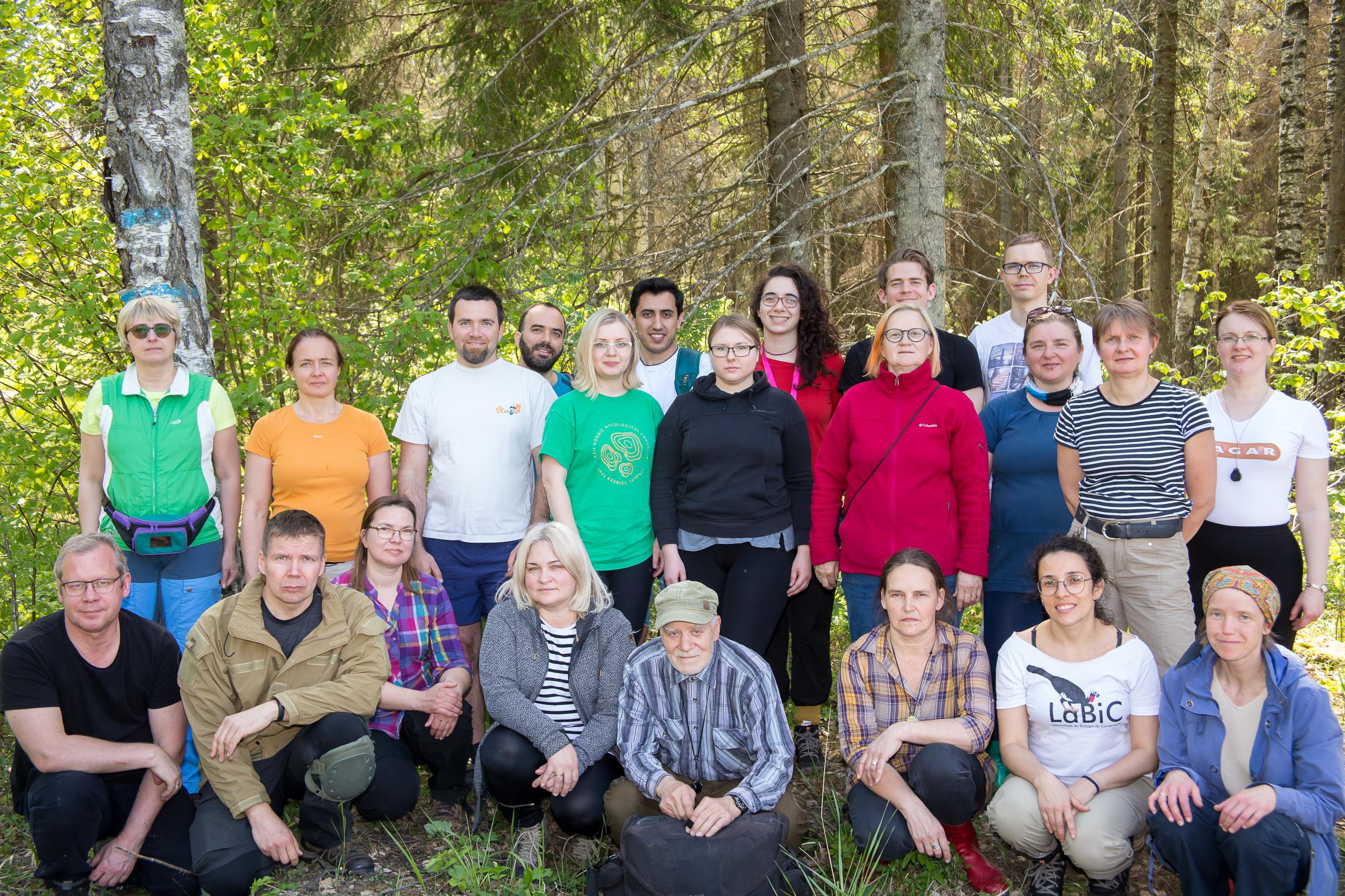 Tänavu Tõstamaal toimunud kevadises seenelaagris osales paarkümmend huvilist nii Eestist kui ka kaugemalt Foto: Veiko Kastanje